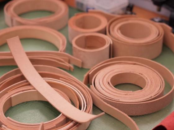 首輪の本体に使っているベースの革