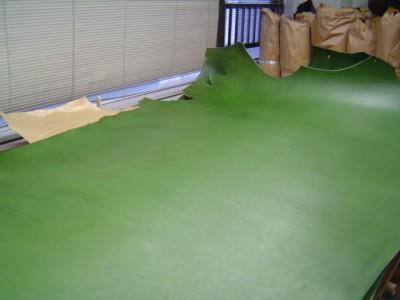 素敵なグリーンの革 新作を作るぞ!