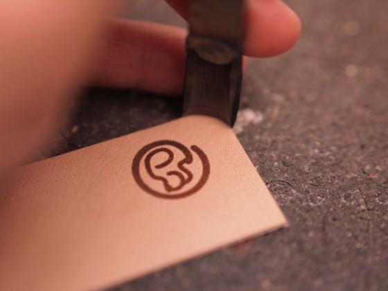 革の角っこを丸く切る工具