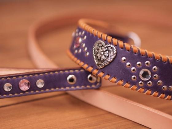今年発売☆紫の革で作った首輪